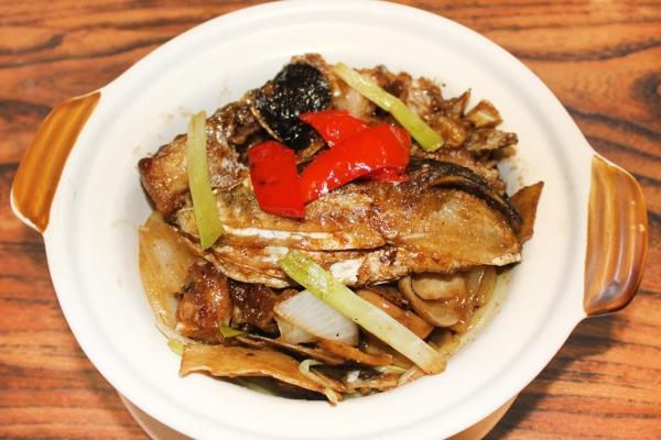 薑蔥魚頭煲